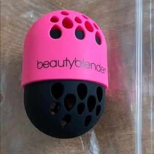 Beautyblender sponge holder